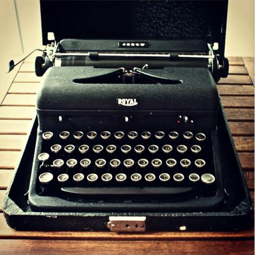 Ernest Hemingway Typewriter Rae Dunn Clay Fine